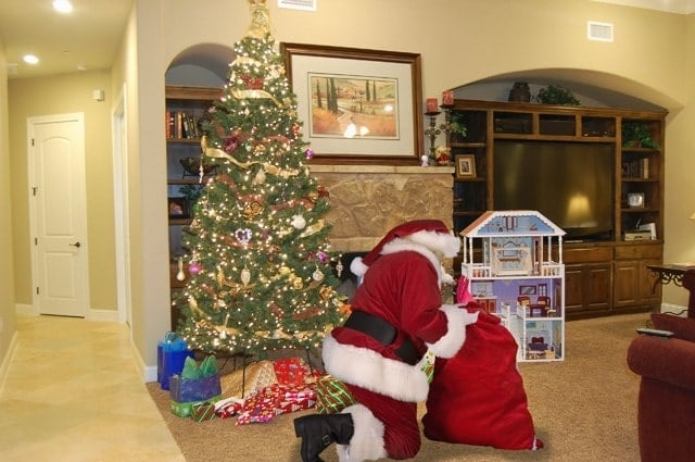 The easy way to photo Shop Santa into your pictures!