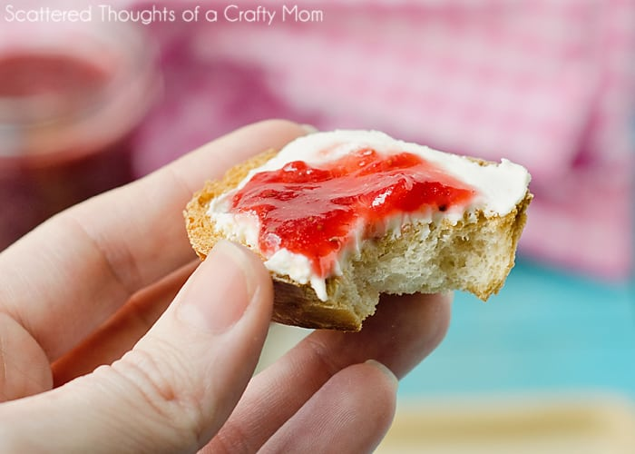 An Easy Strawberry Jam recipe with no pectin!