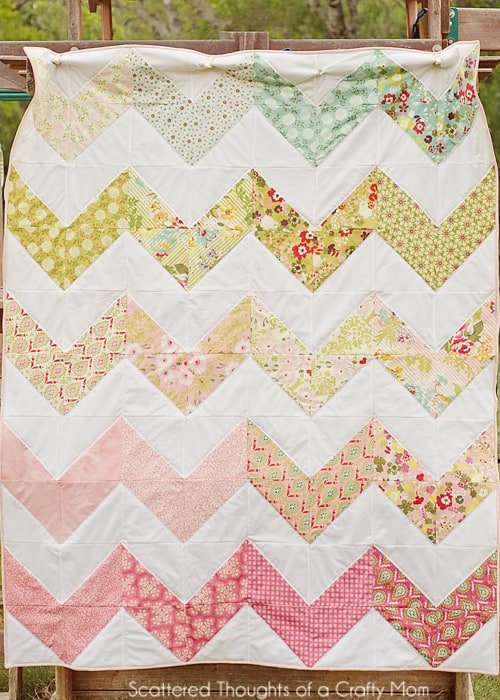 Free Zig Zag Quilt Pattern and Tutorial - Scattered Thoughts of a Crafty Mom by Jamie Sanders