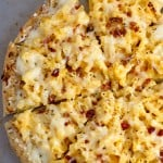 Easy Dinner Idea: 10 Minute Mac and Cheese Pizza