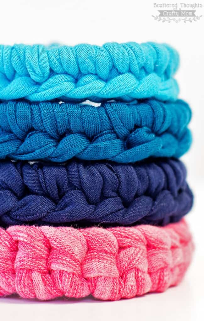 Learn how to make this simple crochet bracelet using a magic circle! Video tutorial included.