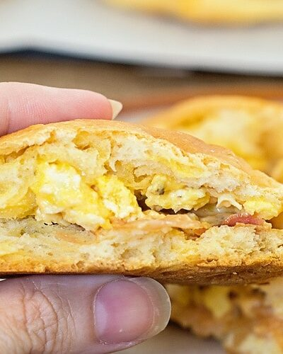 Awesome Grab and Go Breakfast idea: Bacon, Egg and Cheese Stuffed Biscuits