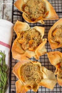 Need a quick and easy meal idea the kids (and everyone else) will love? These Easy Baked Tortellini cups are just the ticket! Made with frozen tortellini, sausage crumbles and pre-made wonton wrappers, you can have this delicious cupcake size-tortellini dish on the table in just a few minutes!