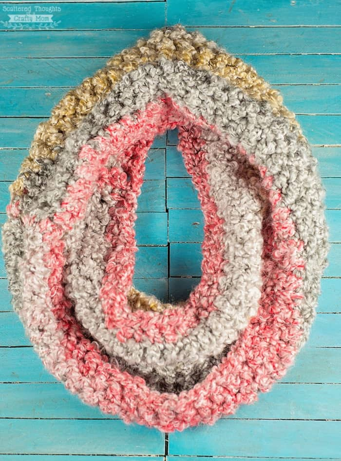 how to crochet an infinity scarf