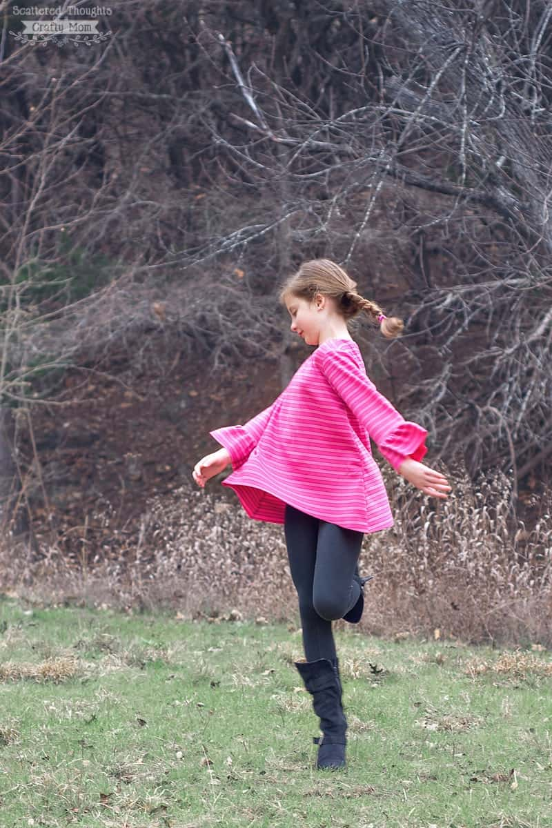 Free Sewing Pattern for this adorable Bell Sleeve Swing Tee!