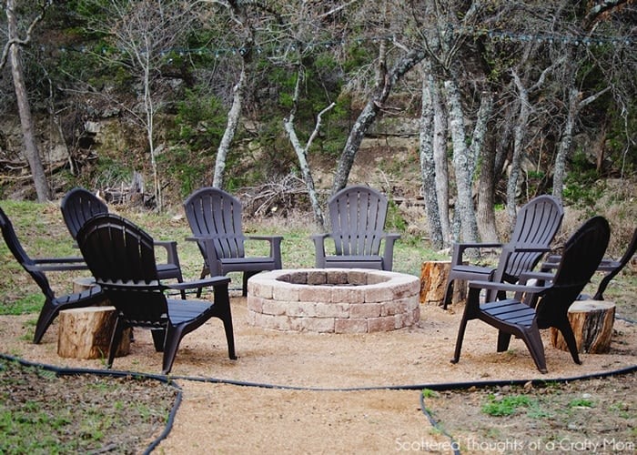 How to build a fire pit: Spruce up your backyard w/ this easy DIY Outdoor Fire Pit. Perfect Fall weekend project!