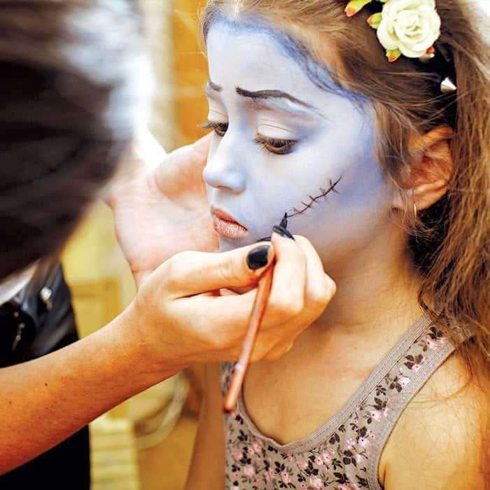 17+ Halloween Party Games for Kids (face painting)