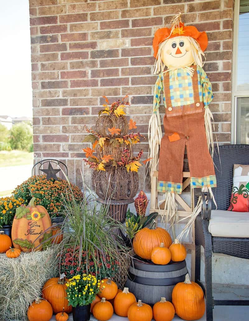 Living in Texas when it comes to fall decor itu0027s all about hay bales pumpkins big colorful mums and possibly a pair or two of cowboy boots. & Easy Fall Porch Decorating Ideas - Scattered Thoughts of a Crafty ...