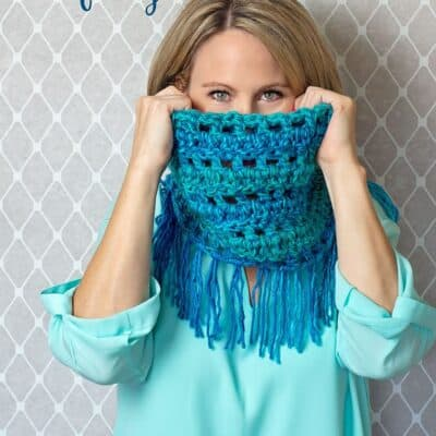 Quick and Easy Crochet Cowl Scarf w/ Fringe