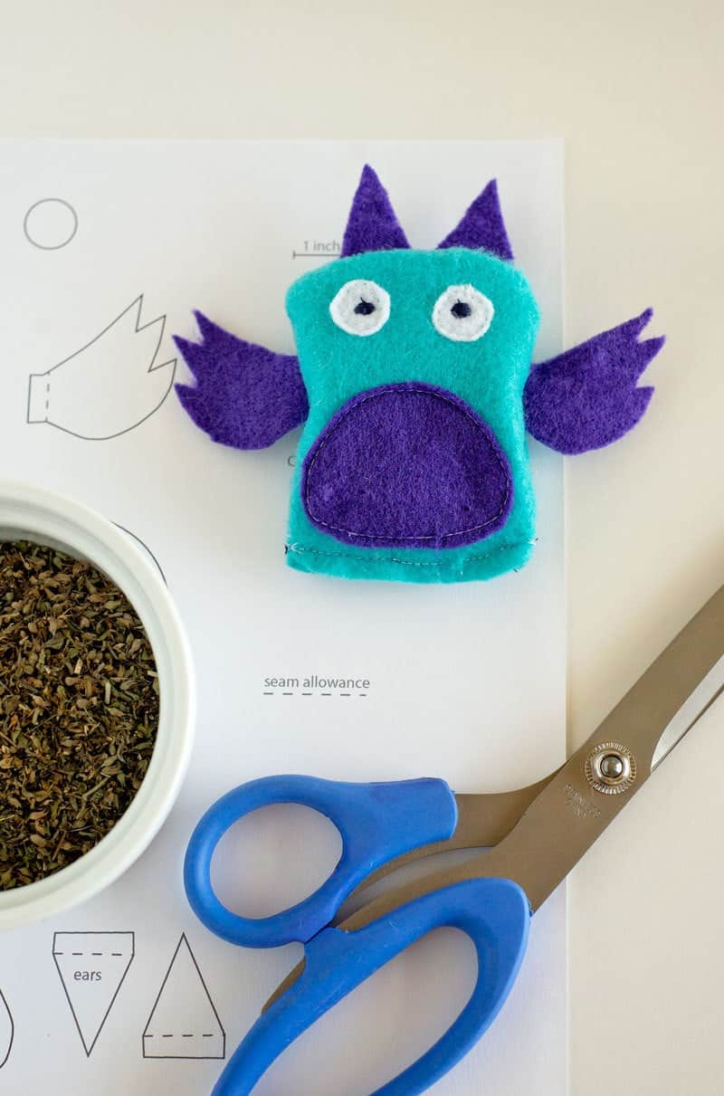 Learn how to sew a quick and easy catnip toy for your kitty with this free downloadable template and video tutorial.
