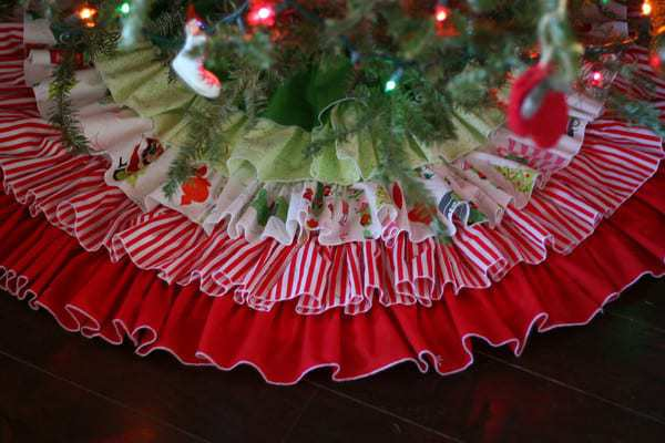 things to sew for christmas - ruffled Tree Skirt Tutorial