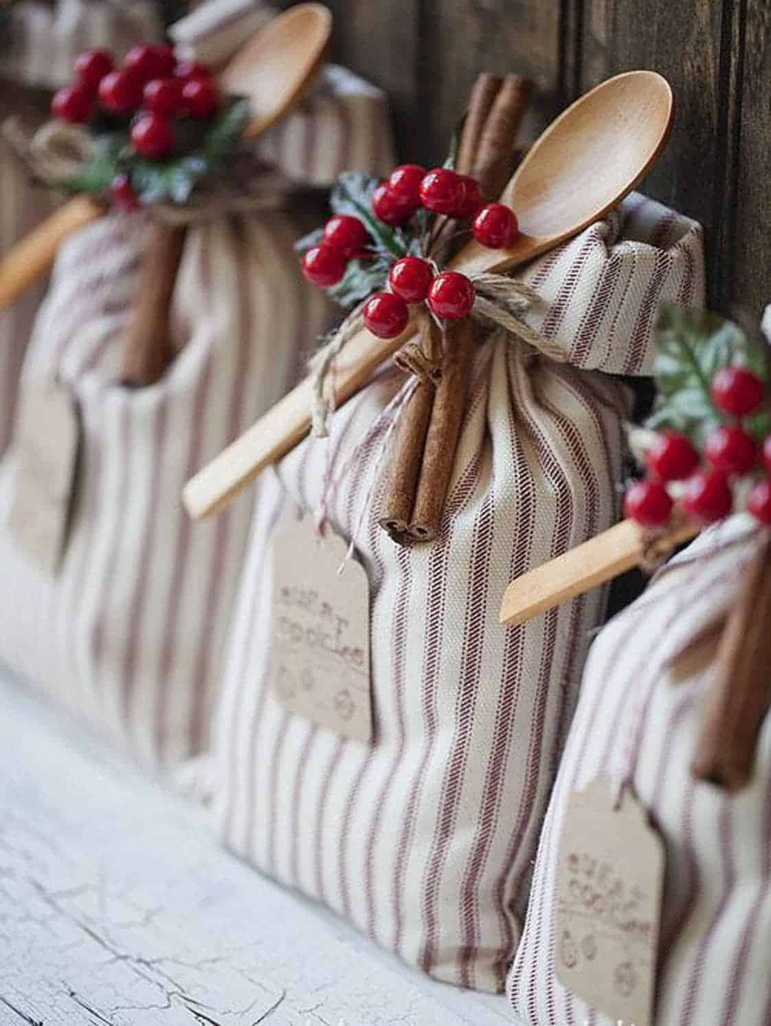 Holiday gift sack tutorial