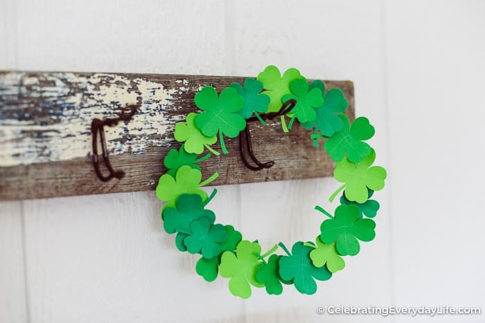 easy Shamrock wreath