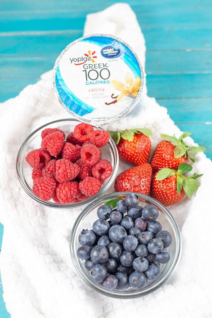 mixed berry yogurt bowl