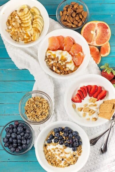 Easy Yogurt Bowls for Breakfast – 8 different ideas!