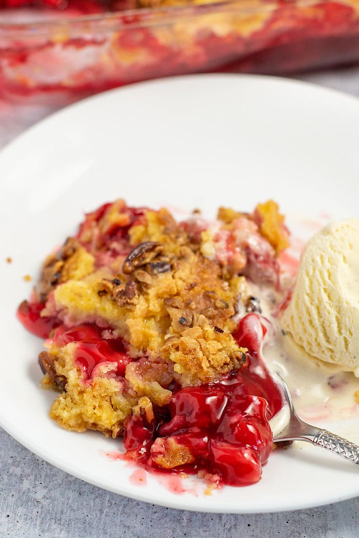 spoonful of cherry pineapple dump cake